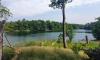 Blick über die sommerliche Ostbucht des Nehmitzsees